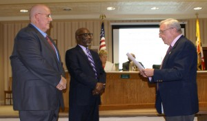 Mayor Gee Williams (right) conducts the swearing-in of District 4 Councilmember Dean Burrell (center) and At-Large Councilmember Thom Gulyas.